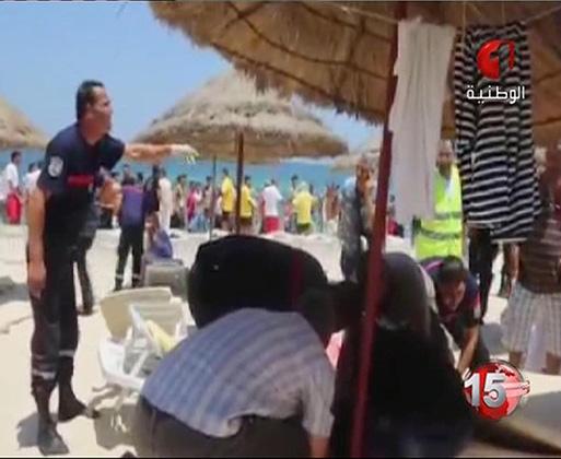 Кадр из новостного сюжета, посвященного расстрелу на тунисском пляже