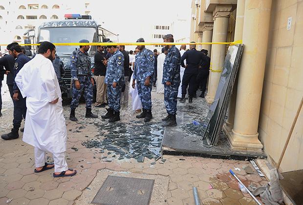 Полиция возле шиитской мечети в Кувейте, где произошел взрыв