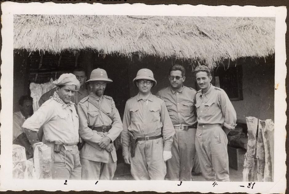 Генерал Беляев (второй слева) с парагвайскими офицерами