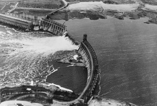 Взорванная плотина Днепрогэса, сфотографированная с немецкого самолета, 1941год
