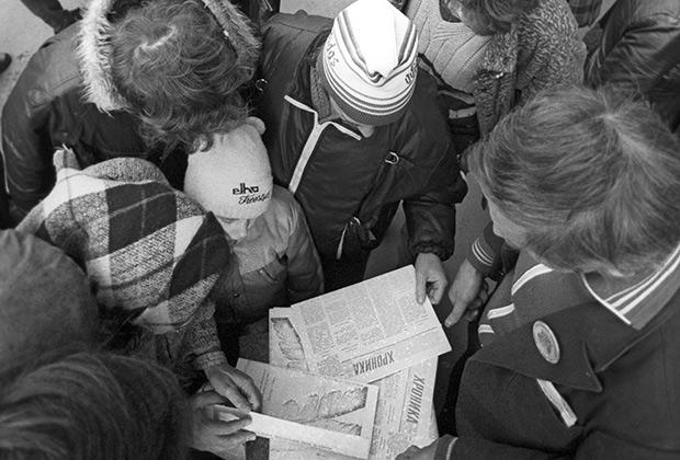 Москвичи покупают самиздатовскую прессу, 1989 год