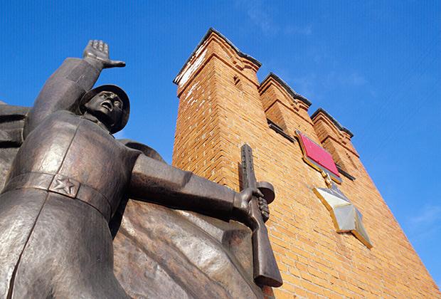 Памятник воинам 316-й дивизии генерала И.В. Панфилова на улице Героев Панфиловцев.