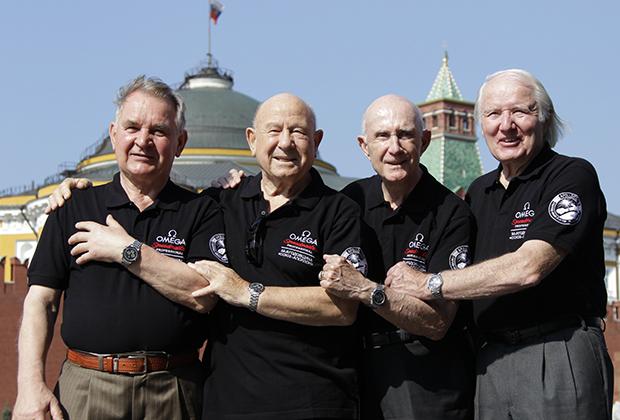 Валерий Кубасов, Алексей Леонов, Томас Стаффорд, Вэнс Бранд (слева направо)