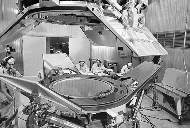 Наземное испытание стыковки кораблей «Союз» и «Аполлон»