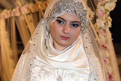 Опубликованы фото и видео со скандальной свадьбы в Грозном 81