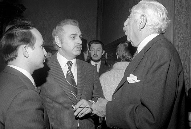 Заместитель председателя Государственного комитета Совета министров СССР по науке и технике Джермен Гвишиани (в центре)