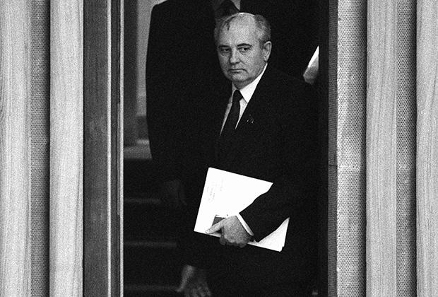Михаил Горбачев за час перед избранием на пост Генерального секретаря ЦК КПСС, 1985 год