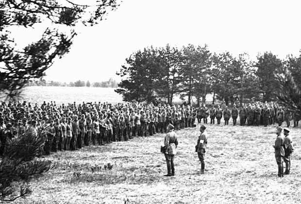 Сбор красноармейцев в связи с начавшейся войной, 22 июня 1941 года