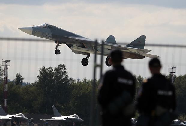 Истребитель ПАК ФА (Т-50) в подмосковном Жуковском