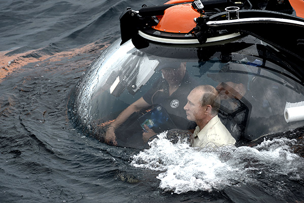 Russian President Vladimir Putin (front) is seen inside a research bathyscaphe while submerging into the waters of the Black Sea as he takes part in an expedition near Sevastopol, Crimea, August 18, 2015. REUTERS/Alexei Nikolsky/RIA Novosti/Kremlin ATTENTION EDITORS - THIS IMAGE HAS BEEN SUPPLIED BY A THIRD PARTY. IT IS DISTRIBUTED, EXACTLY AS RECEIVED BY REUTERS, AS A SERVICE TO CLIENTS.        TPX IMAGES OF THE DAY      - RTX1ONK7
