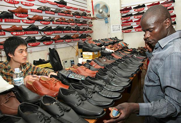 Магазин обуви, принадлежащий китайцам, в Кампале (Уганда)