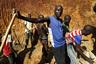 Золотоискатели работают в родовой деревне президента США Обамы —  Ньянгомо Когело, недалеко от Найроби, столицы Кении