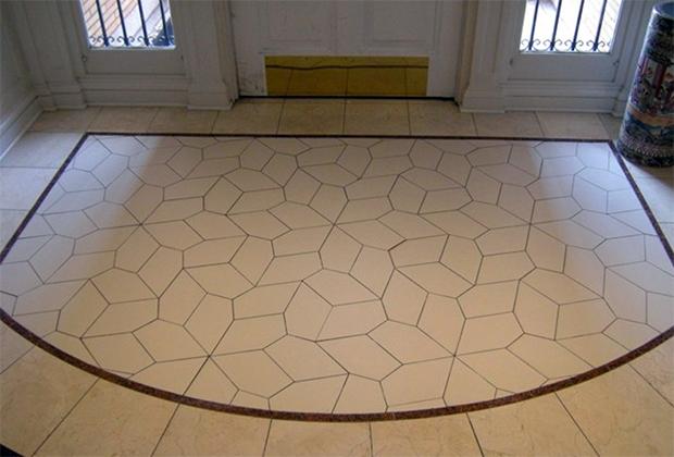 Паркет на полу в холле штаб-квартиры МАА