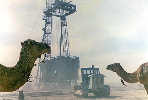 Буровая установка на Мангышлакском месторождении нефти, Казахстан