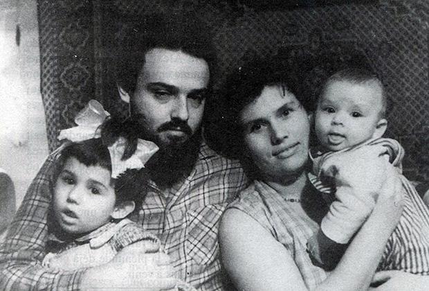 Александр Мень с семьей