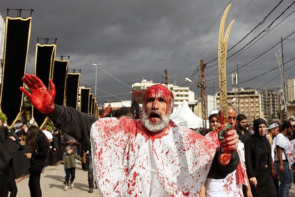 Шиитский траурный день Ашура, в ходе которого верующие наносят себе раны, вспоминая о страданиях имама Хусейна