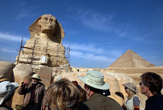 Статуя Большого сфинкса на западном берегу Нила в Гизе