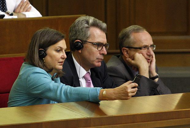 Виктория Нуланд, Джеффри Пайетт и Ян Томбинский в Верховной раде