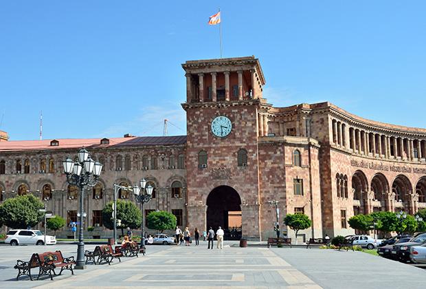 Дом правительства на площади Республики, Ереван, Армения