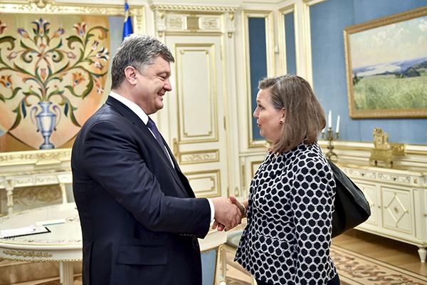 Петр Порошенко и Виктория Нуланд