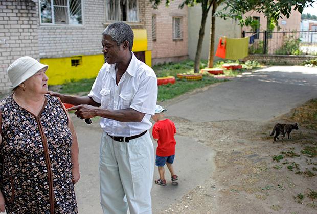Жан-Грегуар Сагбо общается с избирателями