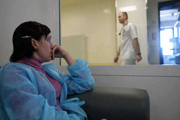 Порно фото стоящие раком много девочек в обществе фото 47-897