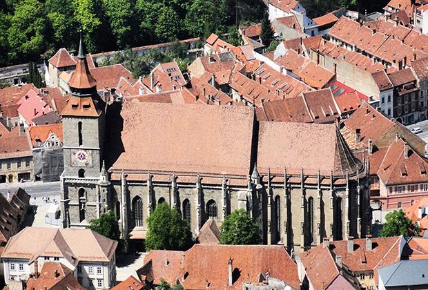 Черная церковь считается самым большим готическим зданием в Румынии