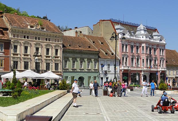 На площади Советов в Брашове ежедневно проходит смена караула