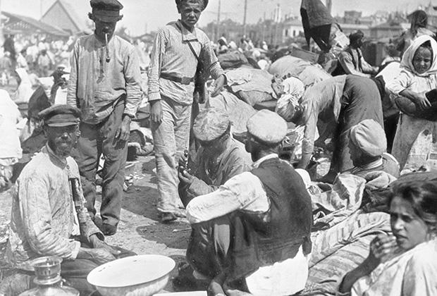 Беженцы покидают голодные губернии. Голод в Поволжье, 1921 год