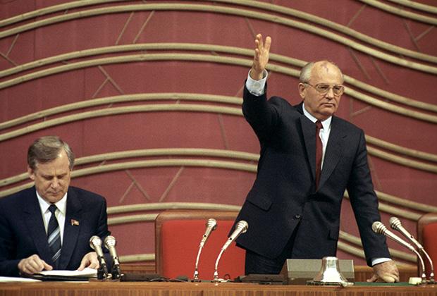 Президент СССР Михаил Горбачев и Председатель Совета Министров СССР Николай Рыжков, IV Съезд народных депутатов СССР