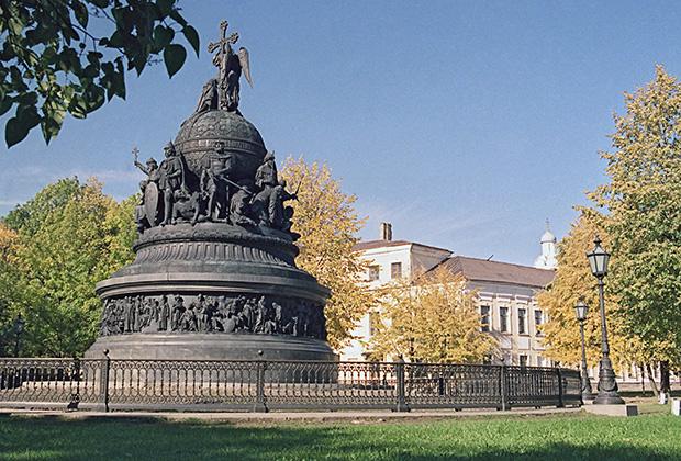 Памятник «Тысячелетие России» в Новгороде