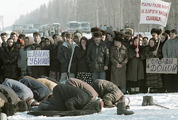 Жители Ингушетии проводят митинг против ввода войск в Чечню