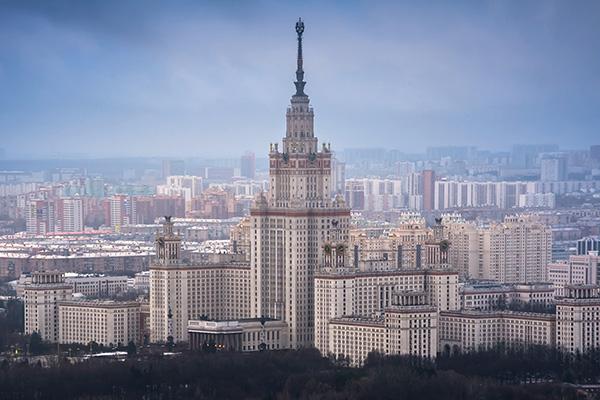 Вид на главное здание МГУ