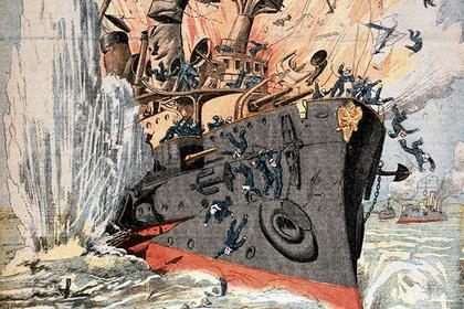 Броненосец «Петропавловск» адмирала Макарова после взрыва японской торпеды, апрель 1904 года