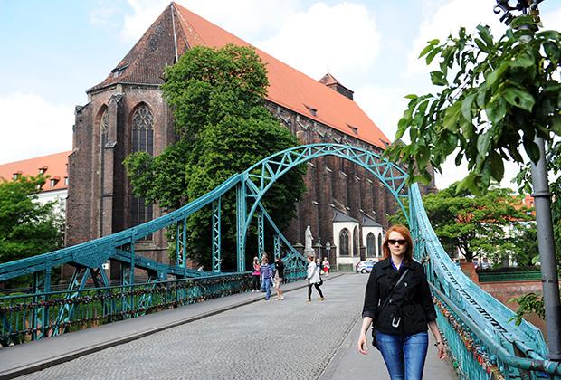 Тумский мост и костел Пресвятой Девы Марии на песке в Вроцлаве