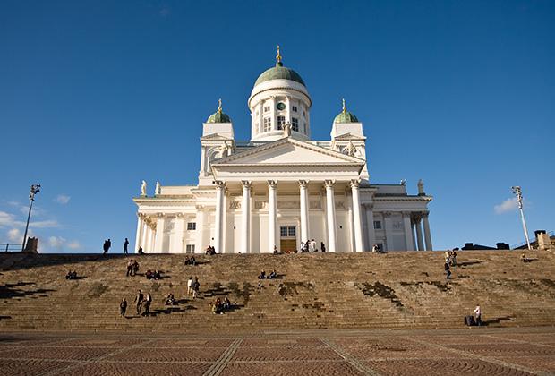 Сенатская площадь с величественным Николаевским собором считается подлинной визитной карточкой Хельсинки