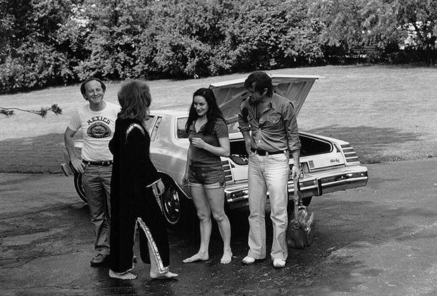 Иосиф Бродский, Эллендея Проффер, Маша Слоним, Василий Аксенов в гостях у Профферов в Энн-Арборе. 1975 год