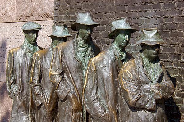 Памятник Великой депрессии установлен на Мемориале Франклина Рузвельта в Вашингтоне