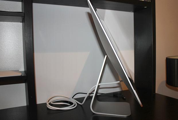 iMac с 21,5-дюймовым экраном с разрешением 4K Retina, вид сбоку