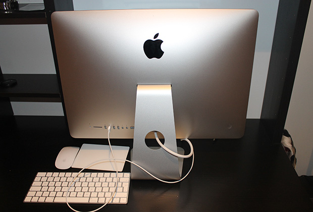 iMac с 21,5-дюймовым экраном с разрешением 4K Retina, вид сзади