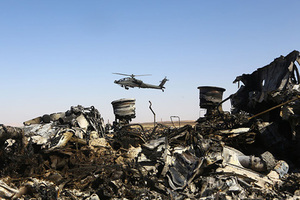 (151101) -- ARISH CITY, Nov. 1, 2015 (Xinhua) -- An Egyptian military helicopter flies over debris of a Russian passenger airplane which crashed at the Hassana area in Arish city, north Egypt, on November 1, 2015. Egyptian and international investigators on Sunday have begun probing the reasons of the Russian plane that crashed in Egypt's Sinai peninsula on Saturday which killed all 224 on board. (Xinhua/Ahmed Gomaa) (Photo by Xinhua/Sipa USA)