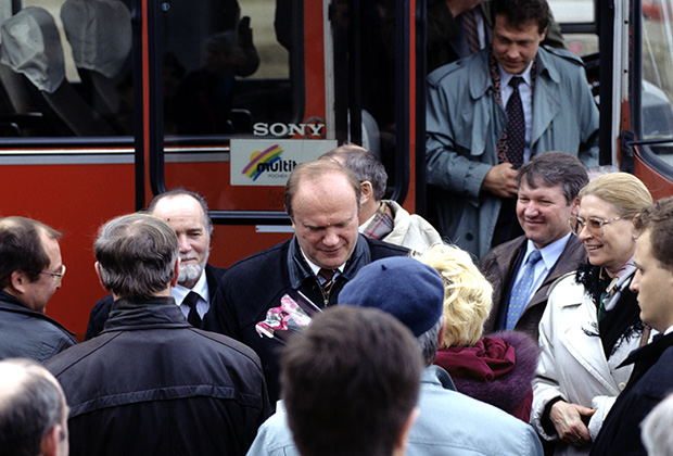 Единый кандидат на пост Президента России от левой оппозиции, лидер КПРФ Геннадий Андреевич Зюганов во время поездки по стране, 1996 год