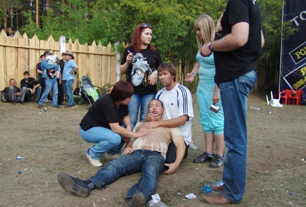 Пострадавший в результате побоища на рок-фестивале «Торнадо-2010» около города Миасса Челябинской области.