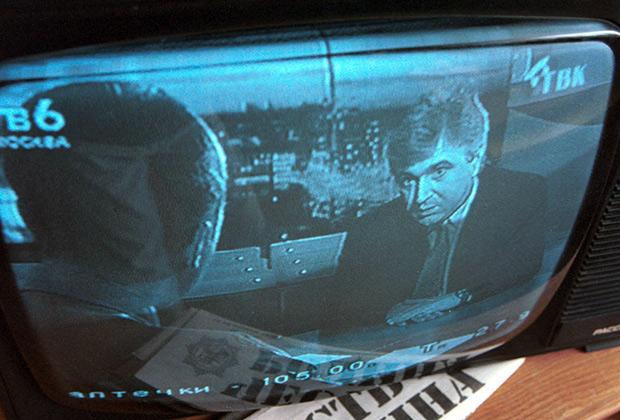 С экрана телевизора к жителям Красноярского края со своей предвыборной программой обращается действующий губернатор Валерий Зубов, 1996 год