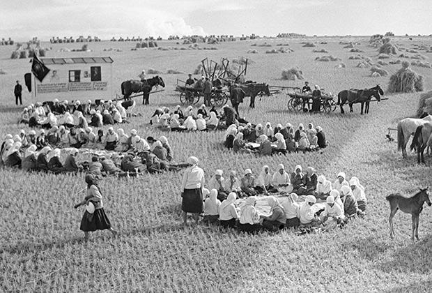 Обед на полевом стане, 1933 год