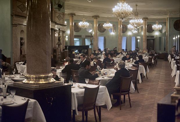 Ресторан гостиницы «Будапешт» на Петровских линиях в Москве, 1972 год