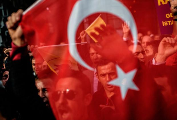 Демонстрация перед зданием российского консульства в Стамбуле