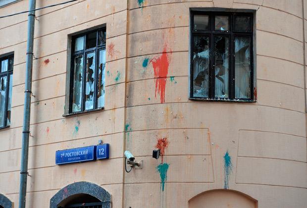 Разбитые окна в здании посольства Турции в Москве
