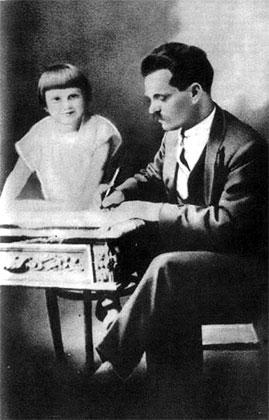 Нестор Махно с дочерью, Париж