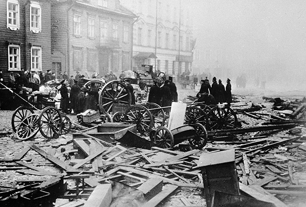 Разрушенные улицы после Кронштадтского восстания